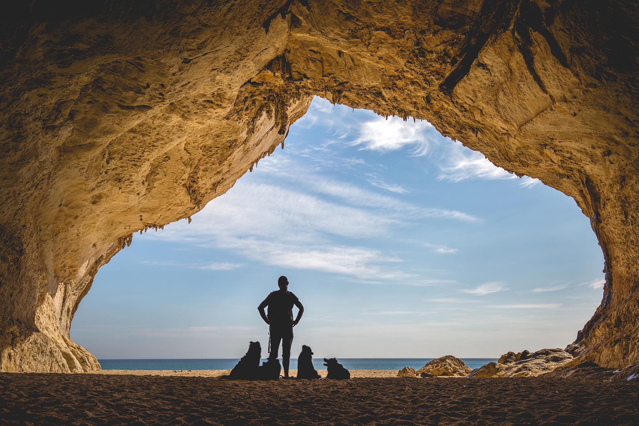 11|05|2018 – Ein Mensch, vier Border Collies und eine Höhle am Meer