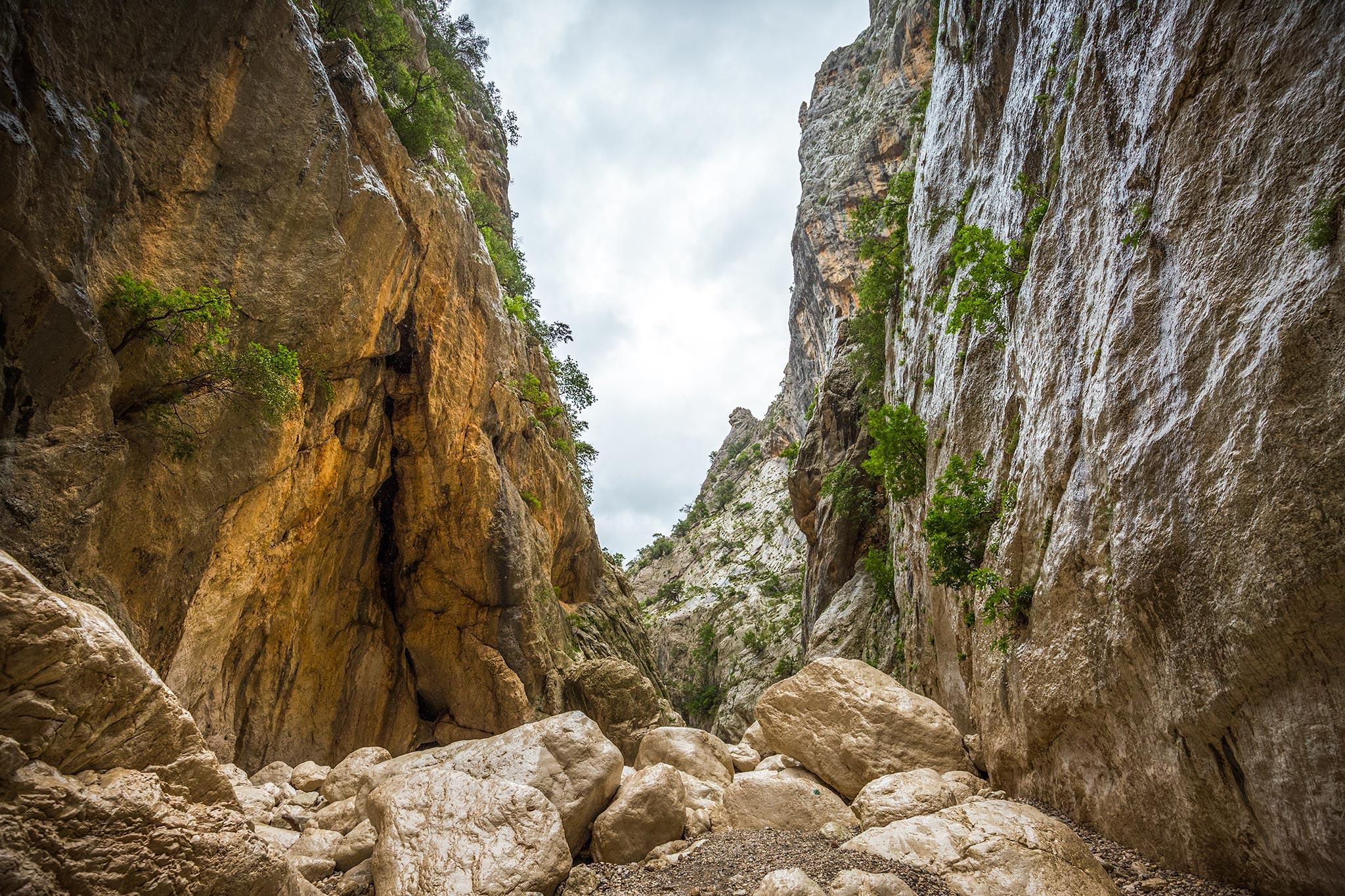 14|05|2018 – Gewaltige Felsen in der Gola di Gorrupu