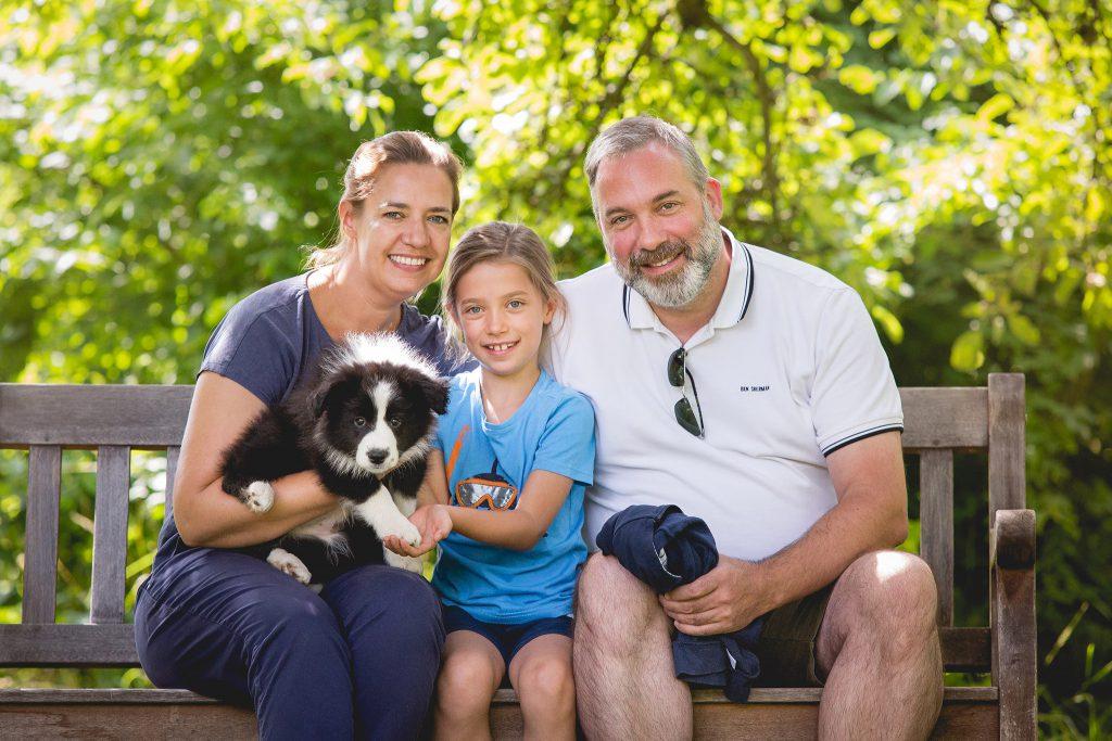 Border Collie Welpe am Tag der Abholung mit neuem Besitzer